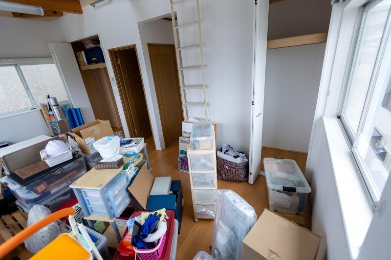部屋の荷物