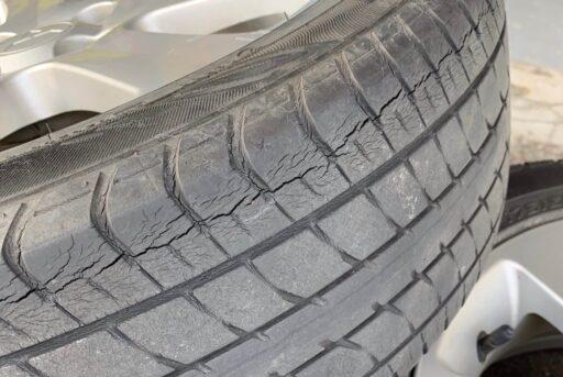 タイヤのヒビ割れ